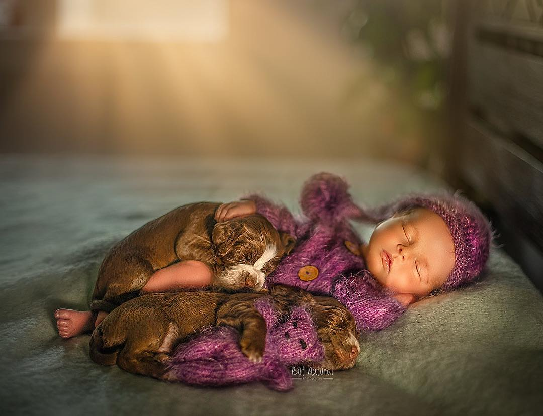 99ccb656d6137 30+ Adorable Newborn Babies Sleeping With Baby Animals